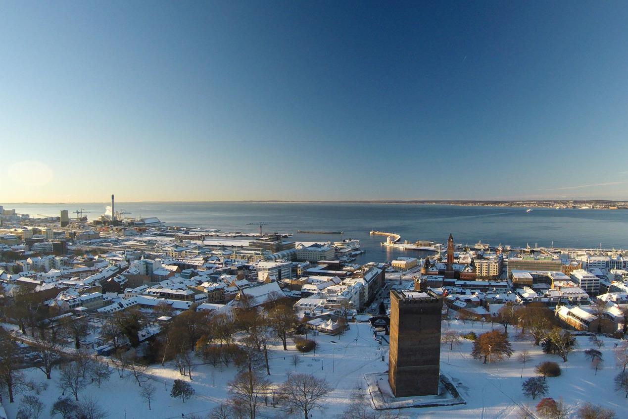 Helsingborg-Tower-and-ocean