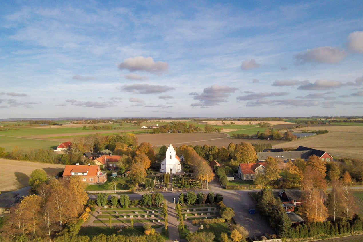 Long-shot-Church-Autumn